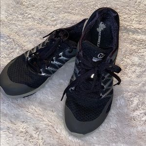 Merrell Silver and Black Gym Shoe